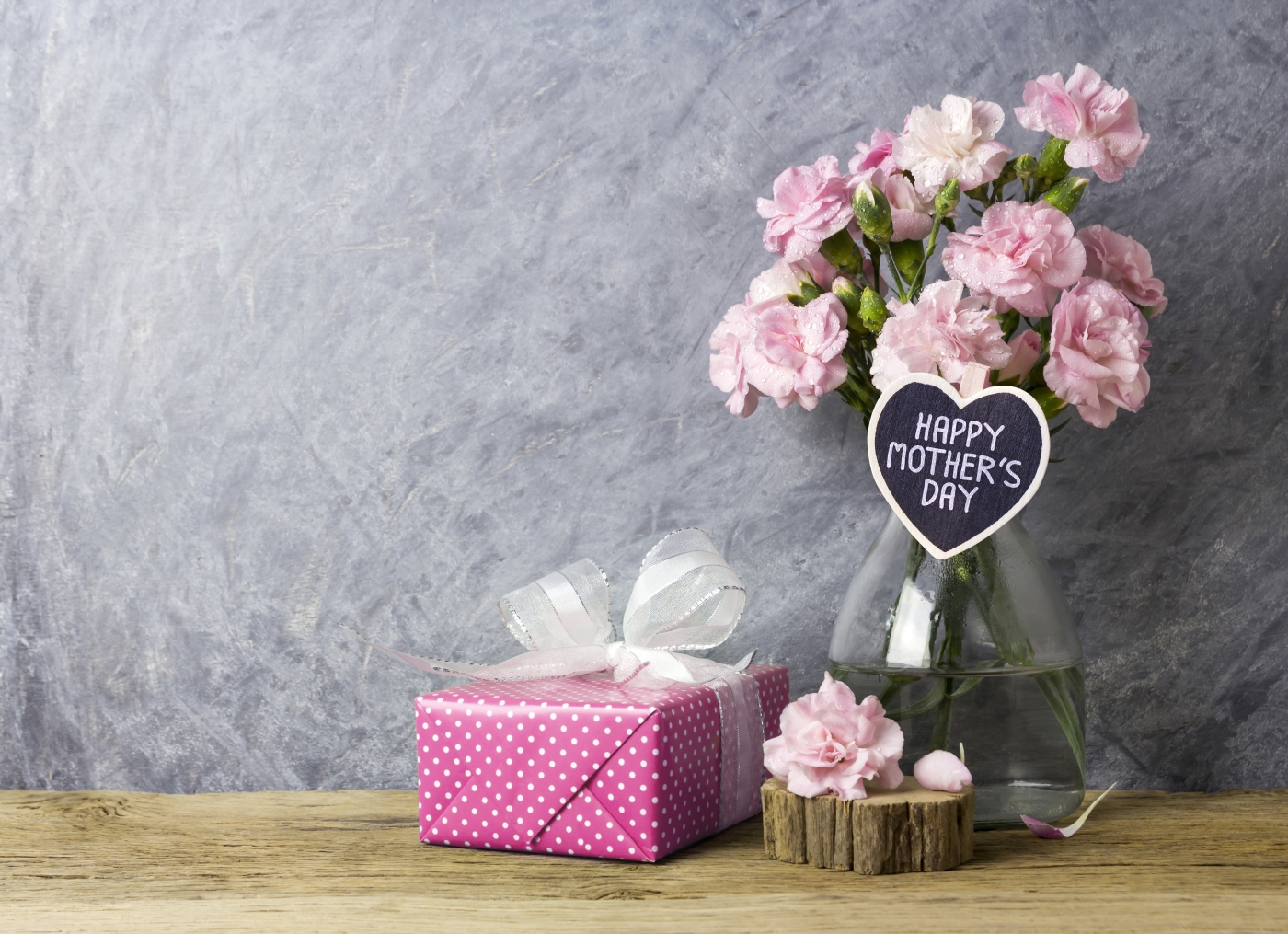 If you're down on funds and need inexpensive Mother's Day gift ideas, here are our top five choices!