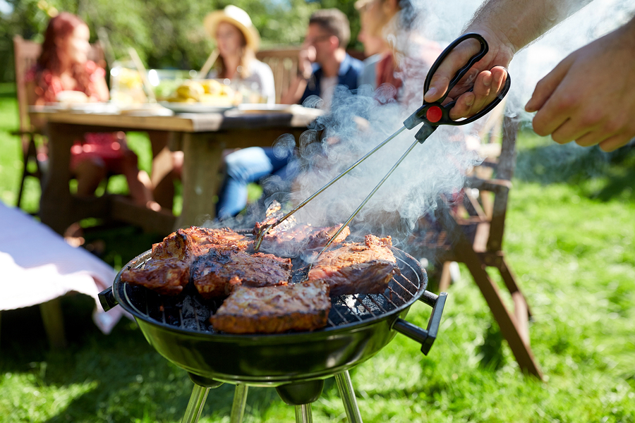 Here are our five best tips that will help you organize a perfect BBQ without breaking the bank.