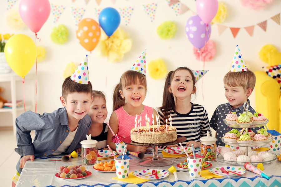 Organize a fun birthday party for your child without breaking the bank.